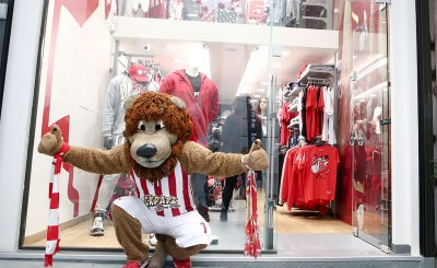 Ο Θρυλέων στο Official Olympiacos BC Center Store