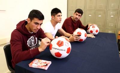 Οι παίκτες του Ολυμπιακού στο Χριστουγεννιάτικο Bazaar του Κολλεγίου Ψυχικού