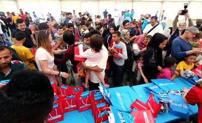 Ολυμπιακός και UNICEF αγκάλιασαν τους πρόσφυγες στον Ελαιώνα!