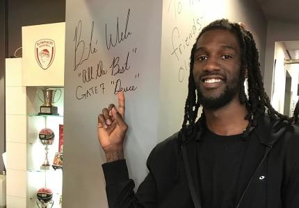 Ο Ουέμπερ «γνώρισε» το Olympiacos BC Store!