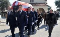 Με την «ερυθρόλευκη» σημαία κηδεύτηκε ο Αντώνης Ποσειδώνας