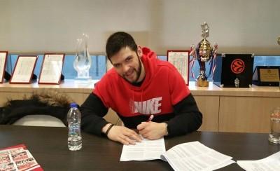 Η στιγμή της υπογραφής του