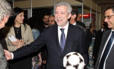 Υπουργέ, αυτή είναι μία μπάλα ποδοσφαίρου!