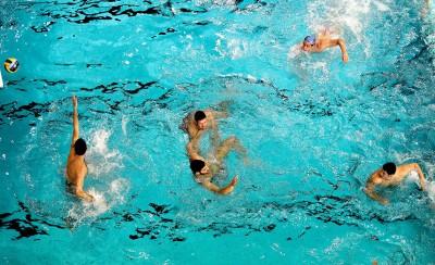 Χαλάρωμα στην πισίνα πριν την τεράστια «μάχη»