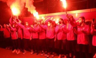MEGA: Θερμή υποδοχή για τις Πρωταθλήτριες Ευρώπης του πόλο! (video)