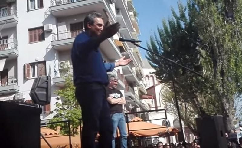 Βουλευτής ζητά να καεί η Βουλή, ενώ τον πληρώνει ο ελληνικός λαός