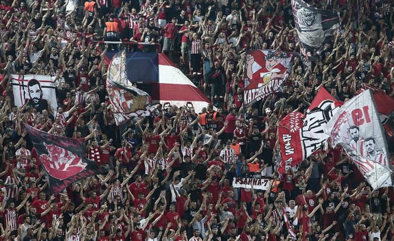 Η Θύρα 7 «σκέπασε» τον ύμνο του Champions League! (video)
