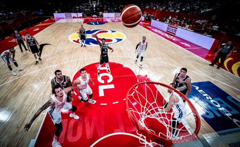Ας έφερναν τους διαιτητές του Ελλάδα-Τσεχία!