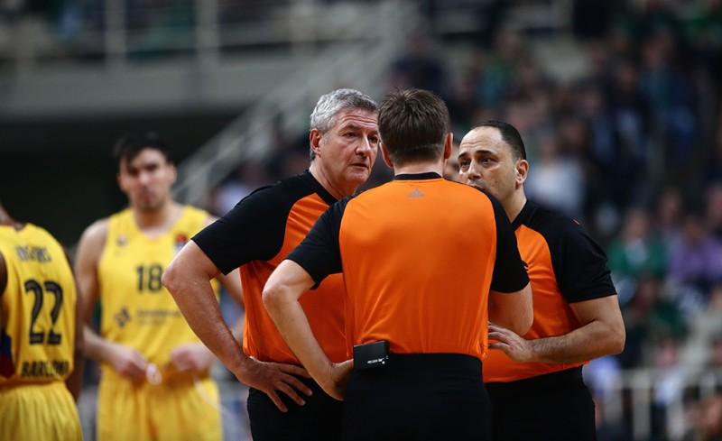 Επίθεση στους διαιτητές του Παναθηναϊκός-Μπαρτσελόνα!