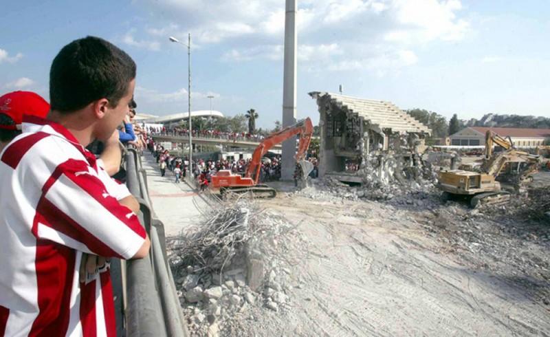 Συγκίνηση στο γκρέμισμα της παλιάς Θύρας 7 (photos, video)