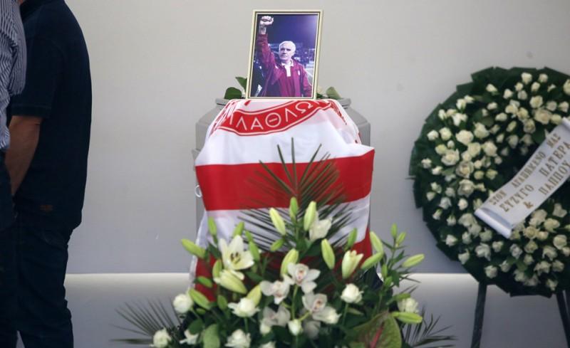 Με τη σημαία του Θρύλου το τελευταίο «αντίο» στον κυρ. Νίκο (photos)